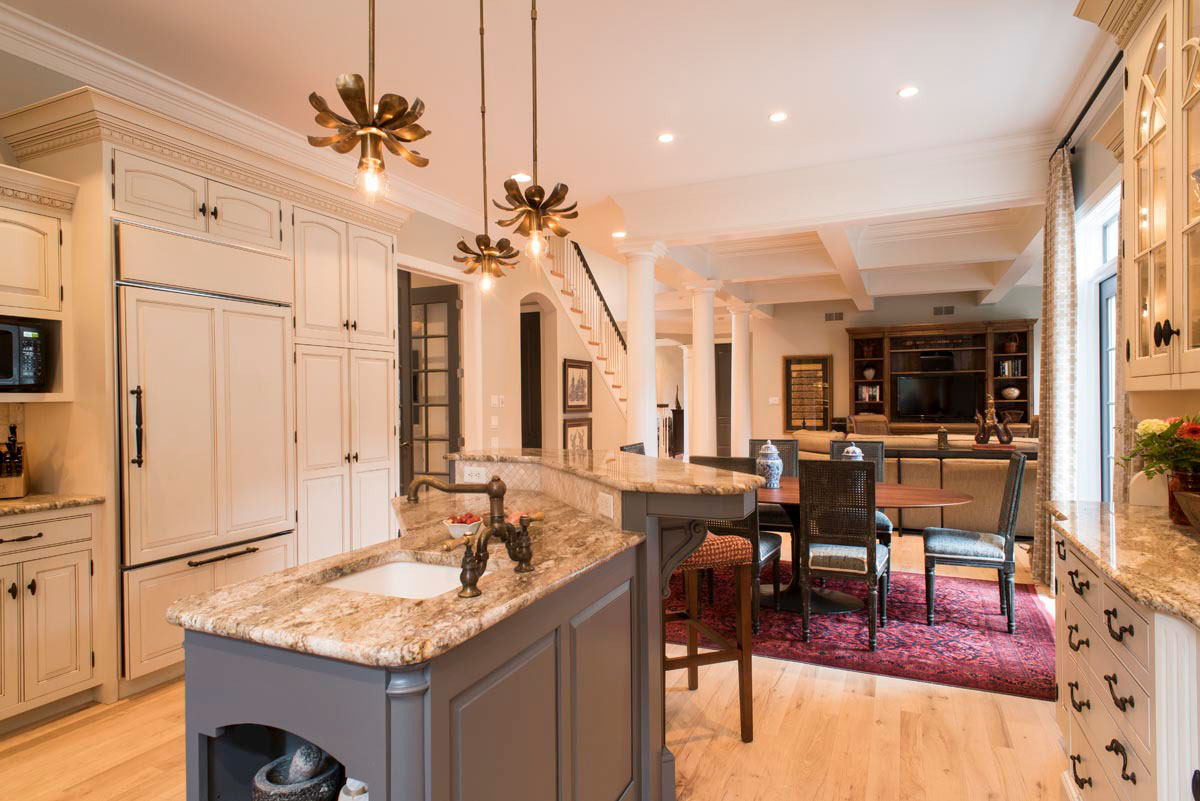 stunning kitchen and eat-in dining area